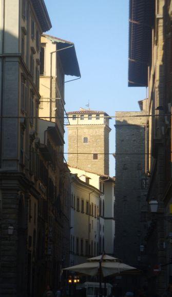 800px-Torre_dei_Monaldi